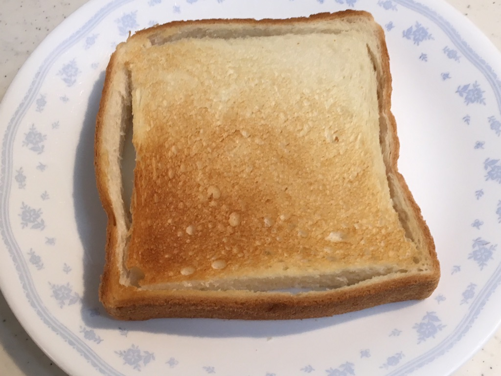 切り目を入れたトースト