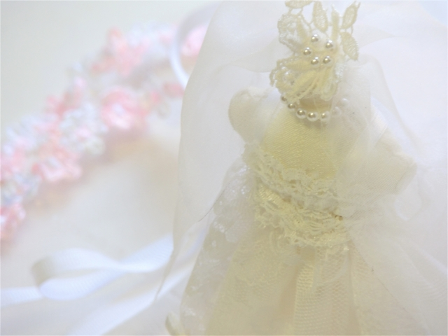 ウエディングドレスとリボン