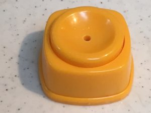 卵の殻の穴開け器
