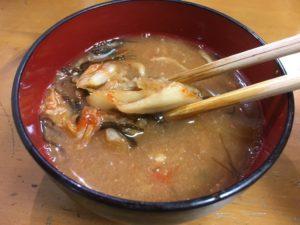 キムチ入りの切り干し大根の味噌汁