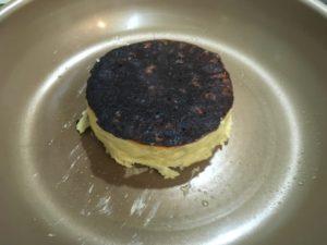 パンケーキをひっくり返したところ