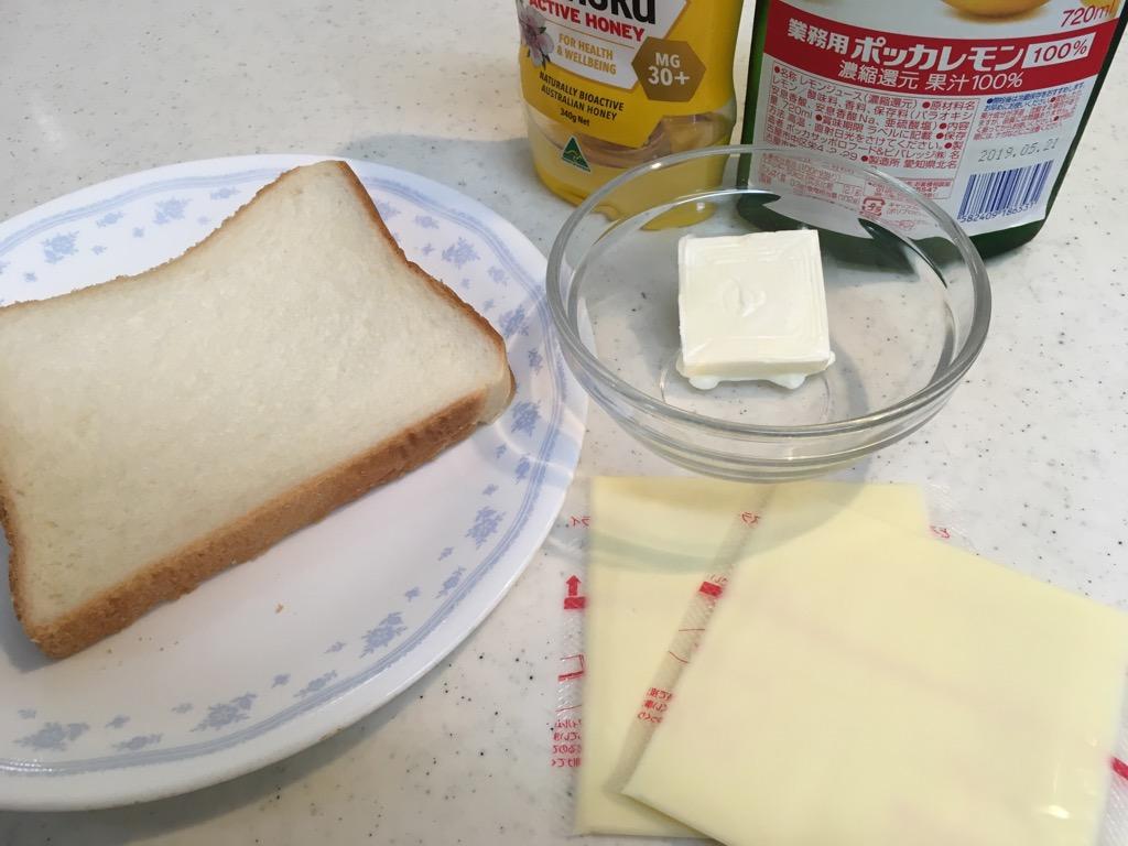 食パンと材料