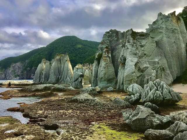 青森仏ヶ浦の奇岩