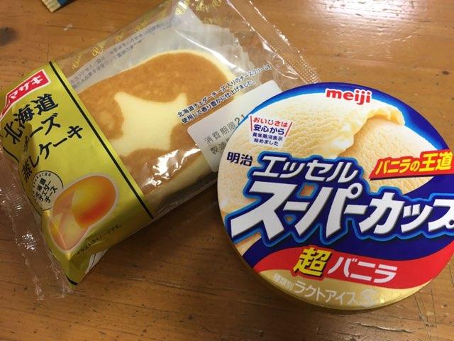 スーパーカップとチーズ蒸しケーキ