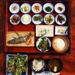 三頭山荘食事