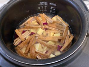 サツマイモご飯炊飯前